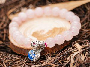 Vòng tay đá thạch anh hồng với charm túi tiền bạc - VT24
